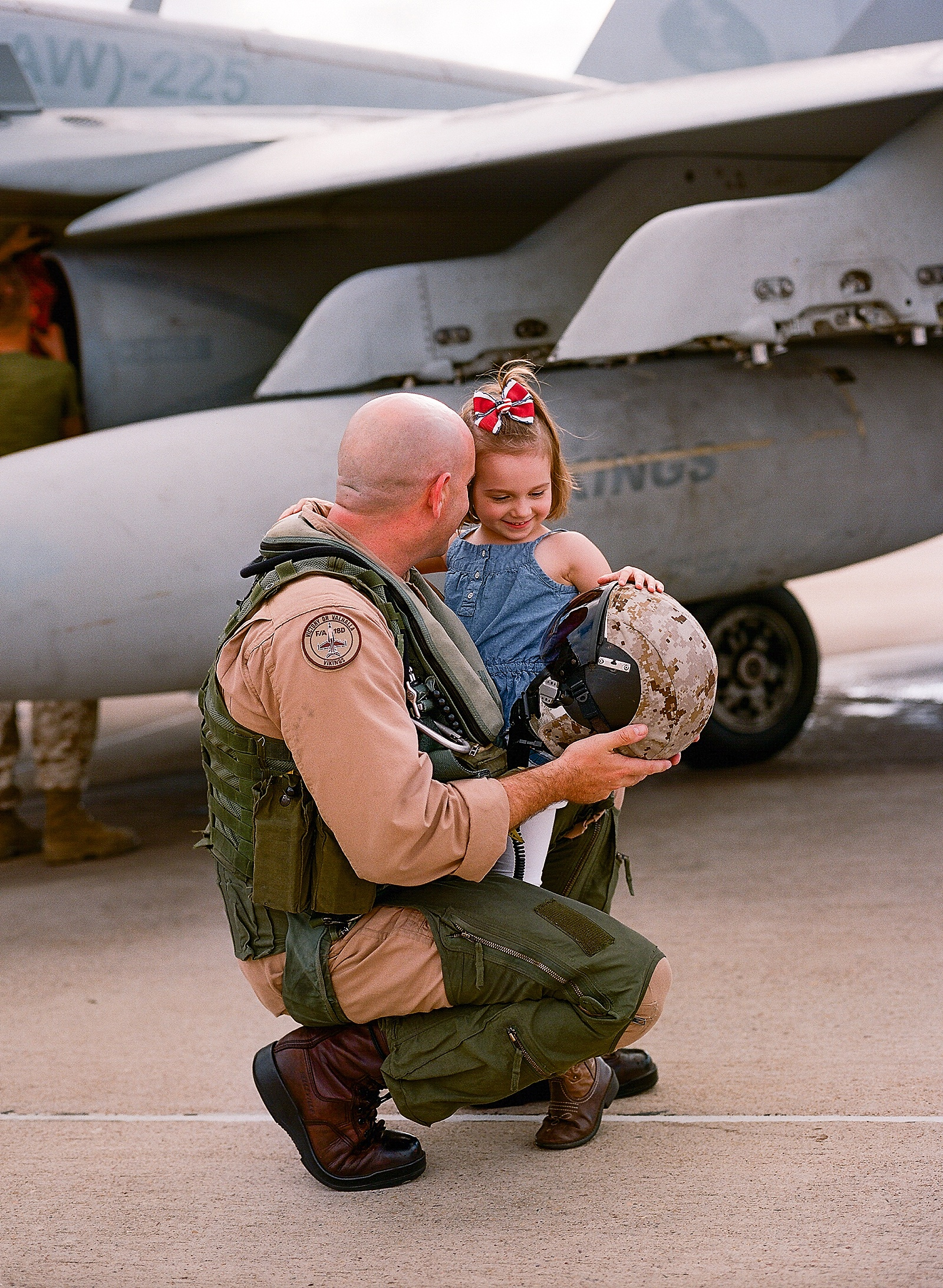 USMC pilot homecoming at MCAS Miramar by San Diego portrait photographer Lauren Nygard
