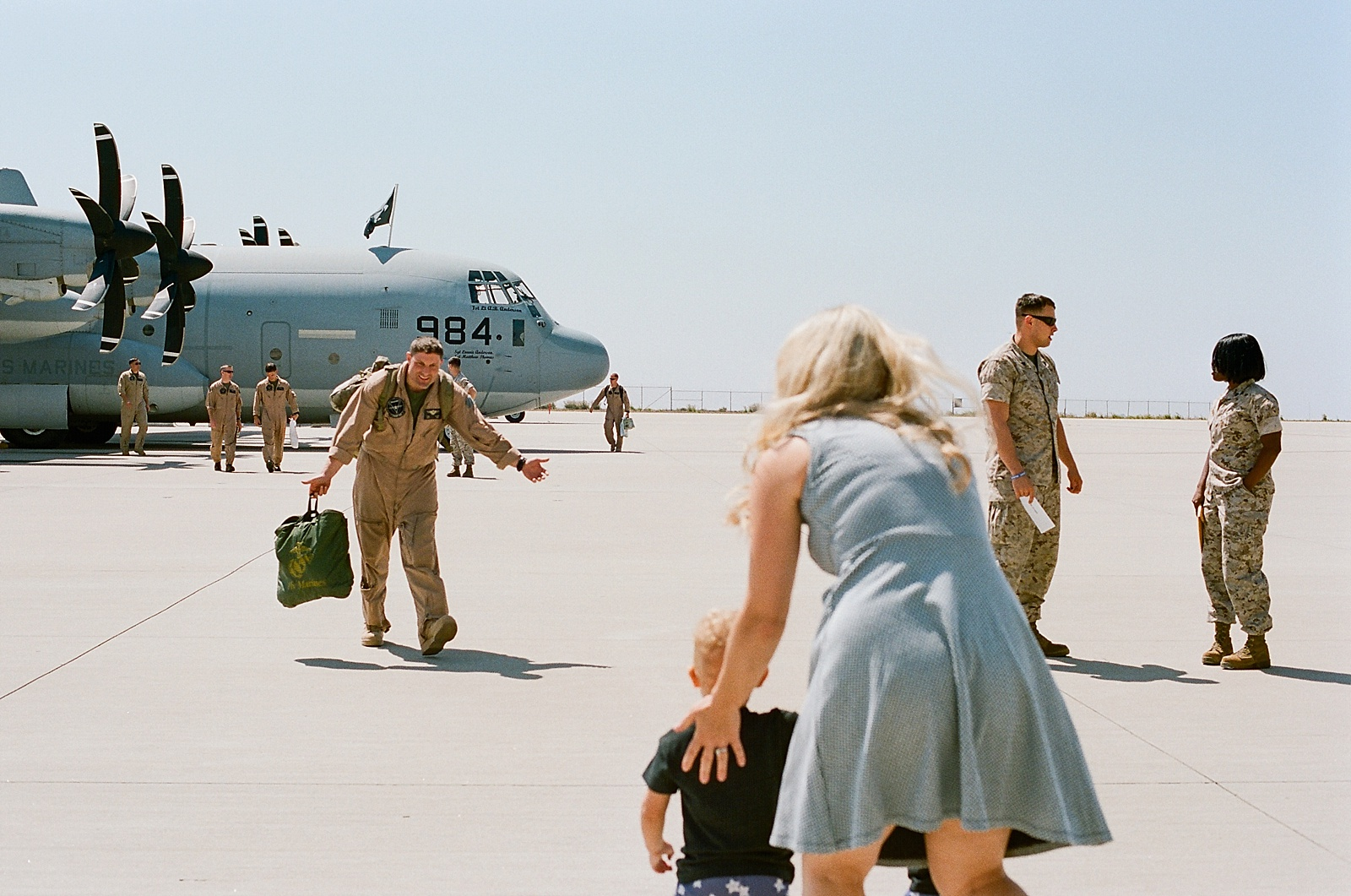 Marine Corps C130 Homecoming at MCAS Miramar from San Diego military homecoming photographer Lauren Nygard