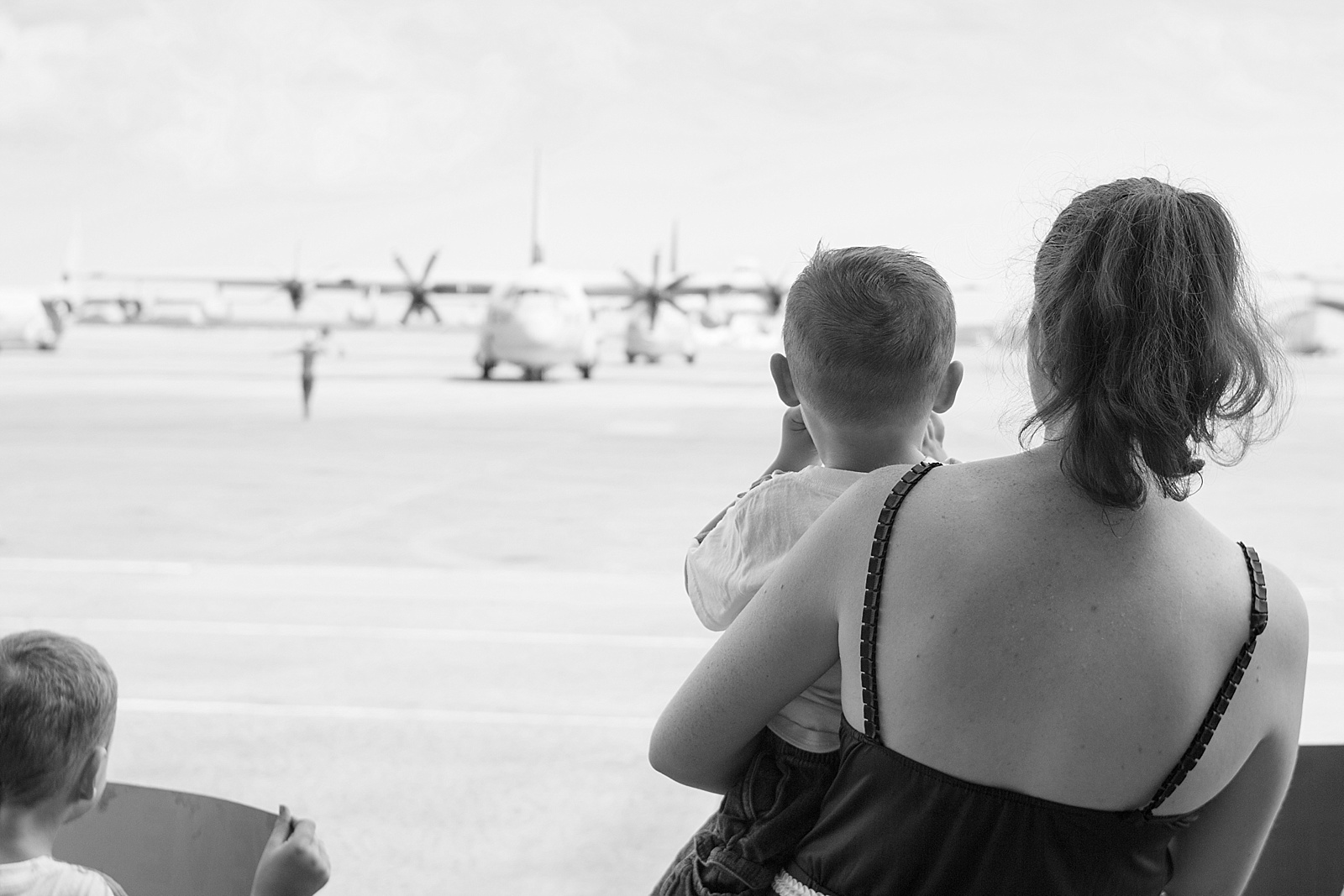 Marine Corps C130 homecoming photography at MCAS Cherry Point from North Carolina portrait photographer Lauren Nygard