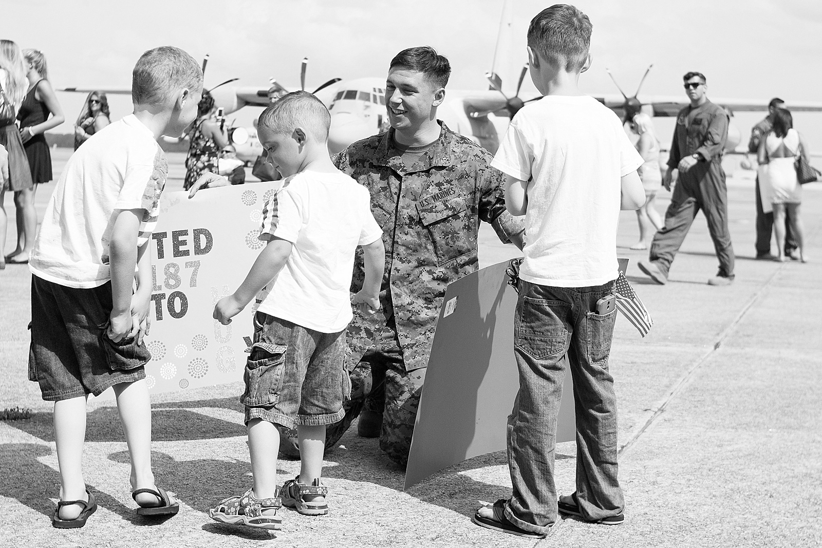 USMC C-130 homecoming photography at MCAS Cherry Point hangar from North Carolina portrait photographer Lauren Nygard