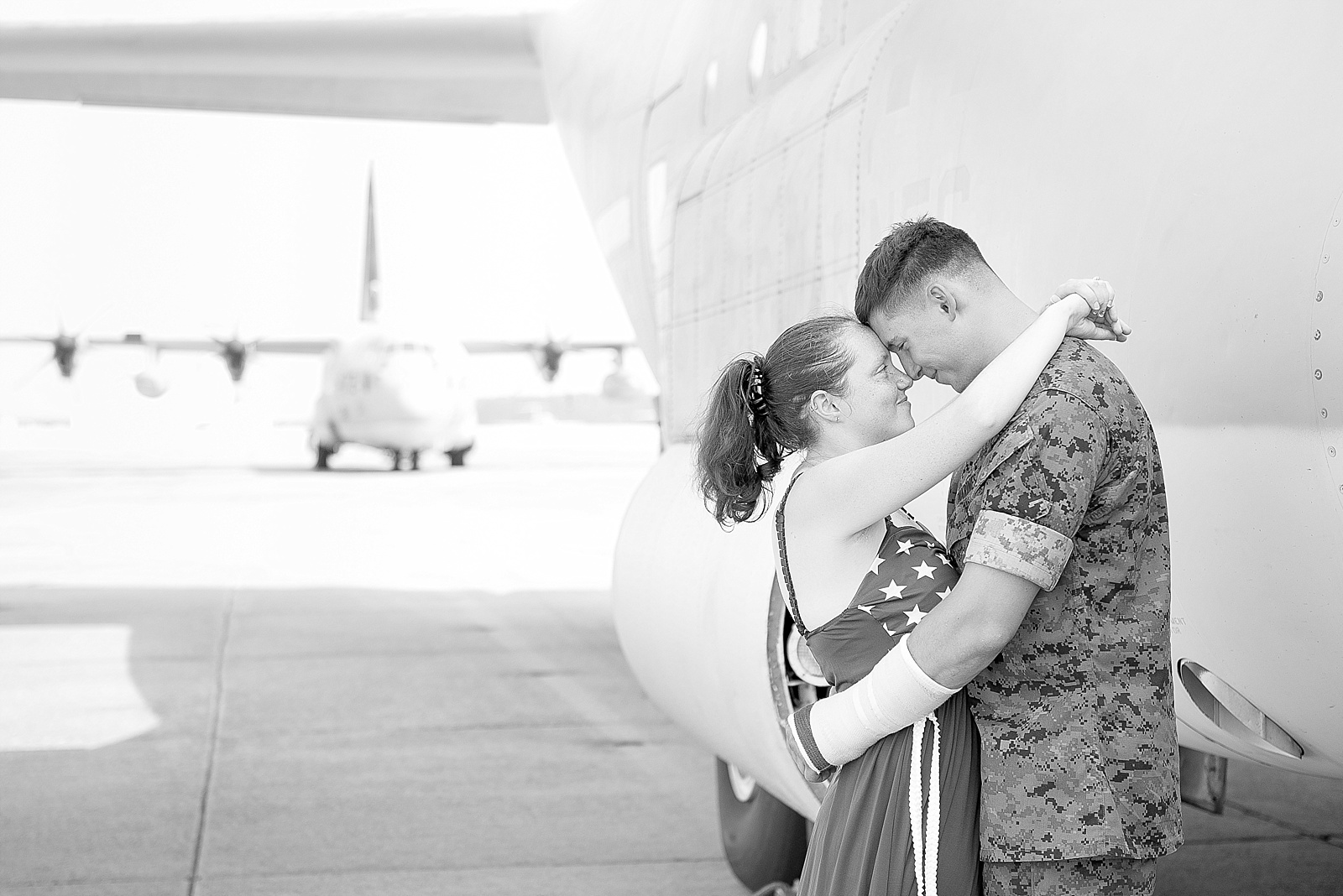 USMC C-130 homecoming photography at MCAS Cherry Point from North Carolina portrait photographer Lauren Nygard